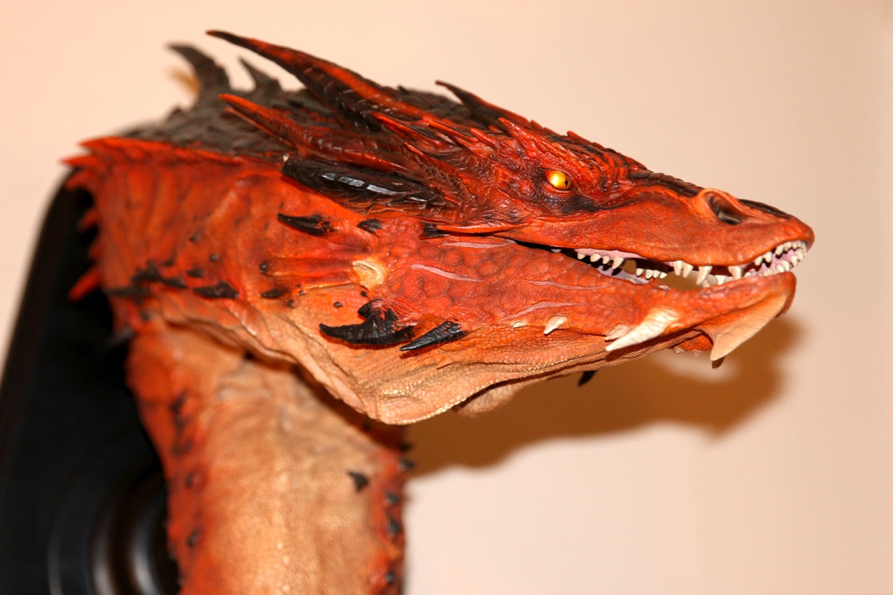 smaug-the-terrible-weta-bust-13